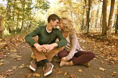 couples poses fall pictures couples love