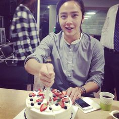 """@treeJ_company twitter update ^^ 26.09.13 Congratulations 4 ur birthday!!! https://pbs.twimg.com/media/BVEdSTgCYAAMZYe.jpg:large  """"생일 축하 합니다  happy birthday my prince....   A simple celebration, a gathering of friends; here is wishing you great happiness, a joy that never ends. and wish U all Be best """""""