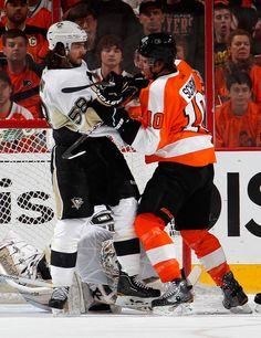 Brayden Schenn Pittsburgh Penguins v Philadelphia Flyers - Game Six. Get him Schenn ! Flyers Hockey, Ice Hockey Teams, Hockey Players, Lets Go Pens, Jonathan Toews, Patrick Kane, Philadelphia Flyers, Pittsburgh Penguins, A Team