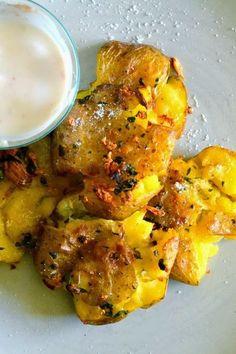 S vášní pro jídlo: Rozšlápnuté brambory Tandoori Chicken, Chicken Wings, Ale, Food And Drink, Veggies, Cooking Recipes, Potatoes, Meat, Healthy