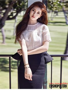 Today it's a polished look for Kpop performer and actress Suzy Bae. So pretty and elegant. Bae Suzy, Beauty And Fashion, Asian Fashion, Asian Woman, Asian Girl, Miss A Suzy, Stealing Beauty, Idole, Foto Pose