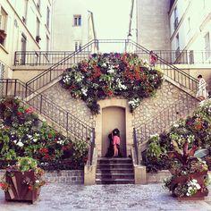 escaliers en fleurs (©nicolas loubet cc flickr)