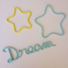 #dream and #stars en #tricotin #motenlaine #couleur #bleu #jade #jaune #soleil #instadeco #craft #faitmain #madeinfrance #decochambrebebe #knitting #laine #wool #coton #reve #etoile #douceur #deco #bebe #landes #baby #diy #goodnight