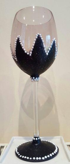 Black glitter glass with white decoration