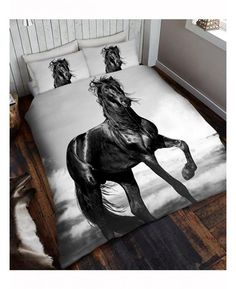 This stunning Black Horse Duvet Cover will add a unique and stylish touch to any bedroom. The design features a fantastic close up photographic style print of a beautiful black horse on a grey background. King Size Duvet Covers, Double Duvet Covers, Full Duvet Cover, Quilt Cover Sets, Bed Covers, Horse Bedding, Horse Quilt, Luxury Duvet Covers, Luxury Bedding