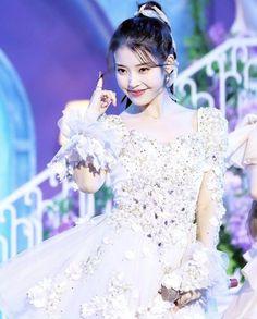 Kpop Girl Groups, Kpop Girls, Iu Twitter, Iu Hair, Kpop Entertainment, Iu Library, Love U Forever, Dream High, Moon Lovers