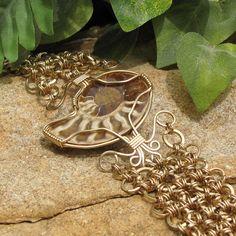Polished Ammonite and Chain Maille Bracelet  от WonderlandDesigns