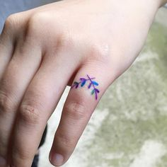 Laureal wreath tattoo on the pinky finger.
