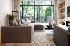 Anne-Claire van Winkelhagen richt de mooiste huizen en bedrijven in. Daarnaast is ze regelmatig te zien op televisie en in magazines.