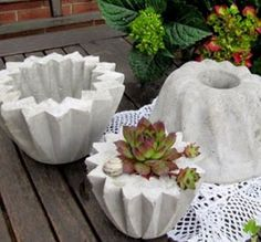 Garden decoration made of cement for DIY - Crafts Diy Cement Garden, Cement Art, Concrete Crafts, Concrete Art, Concrete Projects, Concrete Design, Concrete Planters, Diy Garden Decor, Garden Decorations