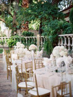 Gorgeous reception tables: http://www.stylemepretty.com/arizona-weddings/mesa/2015/06/30/romantic-al-fresco-arizona-garden-wedding/ | Photography: Rachel Solomon - http://www.rachel-solomon.com/