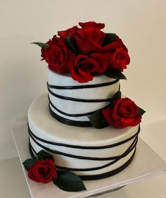Wedding cakes simple black red roses Ideas wedding cakes cakes elegant cakes rustic cakes simple cakes unique cakes with flowers Black Wedding Cakes, Themed Wedding Cakes, Beautiful Wedding Cakes, Beautiful Cakes, Amazing Cakes, Wedding Black, Trendy Wedding, Elegant Wedding, Fall Wedding