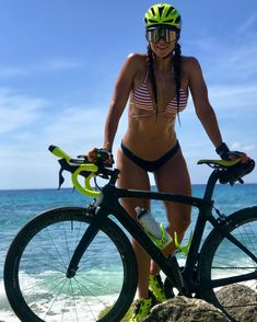 Many people don't like exercise but like to go with girls. If you are one of them, then these beautiful bicycle girls will make you health conscious and insist you do cycling. Cycling Girls, Cycling Wear, Cycling Outfit, Cycling Jerseys, Road Cycling, Road Bike, Bicycle Women, Bicycle Girl, Modelos Fitness