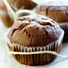 Muffinki to przysmak, który spełnia nasze słodkie zachcianki i zawsze się udaje. Proponuję wersję babeczek z dużą ilością czekolady, które już z założenia poprawiają humor. Składniki (12 muffinek) 1,5 szklanki mąki 3 jajka 1 łyżeczka proszku do pieczenia 0,5 szklanki cukru 0,5 szklanki oleju 0,5 szklanki mleka 150 g
