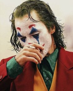 Joker is a movie starring Joaquin Phoenix, Robert De Niro, and Zazie Beetz. In Gotham City, mentally troubled comedian Arthur Fleck is disregarded and mistreated by society. Art Du Joker, Le Joker Batman, Joker And Harley Quinn, Joaquin Phoenix, Photos Joker, Joker Images, Joker Full Movie, Joker Film, Joker Poster