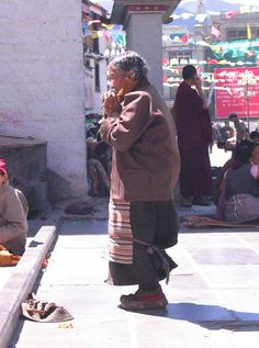 Tibet - Lhasa    square in front of the Jokhang Temple