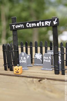 Halloween Porch Decorations, Halloween Home Decor, Halloween House, Holidays Halloween, Halloween Kids, Halloween Crafts, Halloween 2016, Halloween Costumes, Popsicle Stick Houses