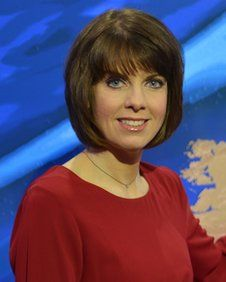 Susan Powell Bbc Weather Presenter With Images Bbc Weather Hottest Weather Girls Tv Presenters