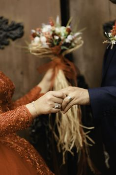 A wedding ring is a ring that the bride and groom give each other when they are married. They must be worn on the ring finger as a token of publicly announcing the marriage covenant. Muslimah Wedding Dress, Muslim Wedding Dresses, Muslim Brides, Wedding Hijab, Couple Photoshoot Poses, Couple Photography Poses, Wedding Photoshoot, Wedding Ring Styles, Wedding Rings Simple