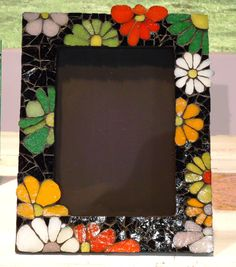 Marco decorado con mosaicos Liliana Waisman Mirror Mosaic, Mosaic Art, Mosaic Glass, Mosaic Tiles, Handmade Mirrors, Handmade Frames, Mosaic Crafts, Mosaic Projects, Fused Glass Art
