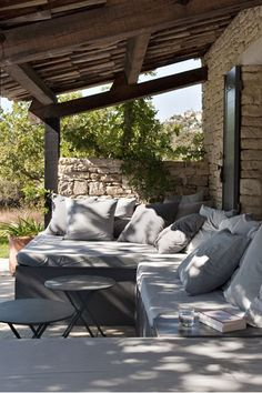Una casa in Provenza tra gli ulivi A house in Provence - holidays and relaxation among the olive tre Outdoor Areas, Outdoor Rooms, Outdoor Living, Outdoor Furniture Sets, Outdoor Decor, Outdoor Couch, Outdoor Lounge, Gazebos, Outside Living