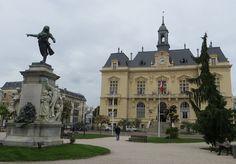 Hôtel de Vilel et Monument à Danton, place Jean Jaurès,Tarbes, Bigorre, Hautes-Pyrénées, Midi-Pyrénées, France.