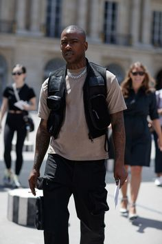 Paris Fashion Week: Paris Fashion Week: Peep All The Best Street Style Looks Fashion Week Paris, Best Mens Fashion, Black Women Fashion, Men's Fashion, Fashion Styles, Fashion Ideas, Fashion Inspiration, Fashion Guide, Fashion Vintage