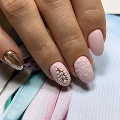 Rounded nail art design is one of the most popular nail designs. Rounded nails are difficult to distinguish from oval nails sometimes because they are very similar. It is also possible to classify rounded nails directly as oval nails, because rounded Cute Christmas Nails, Xmas Nails, Holiday Nails, Popular Nail Designs, Winter Nail Designs, Nail Art Designs, Gorgeous Nails, Love Nails, Pretty Nails