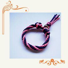 21 - Pulsera nudo Kumihimo con hilo de ratón en rosa y azul marino.