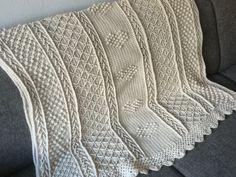 Hartjesdeken gehaakt met Royal van Zeeman, kleur zand Crochet Home, Home Deco, Blanket, Crochet House, Rug, Blankets, Cover, Comforters, Quilt