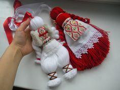Wool Dolls, Yarn Dolls, Crochet Bebe, Crochet Toys, Doll Crafts, Yarn Crafts, Diy Wedding Shoes, Pom Pom Crafts, Driftwood Crafts