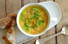 Kom igennem efteråret og vinteren med denne sunde grøntsagssuppe, der varmer helt ind i knoglerne. Her får du opskriften på en lækker grøntssagssuppe med kylling
