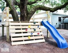 This is a simple tutorial on how to create your own DIY platform tree house with a climbing rock wall and a slide. This tree house is great for any age. Kids Backyard Playground, Backyard For Kids, Backyard Projects, Backyard Ideas, Simple Tree House, Large Backyard Landscaping, Tree House Plans, Cool Tree Houses, Kids Play Area