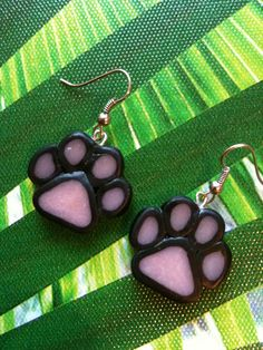 boucles d'oreilles pattes de chats pate fimo