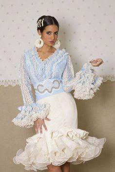 ~*020*~ Flamenca Anniversary Dress, Spanish Dress, Costumes Around The World, Spanish Woman, Blue And White Dress, Female Images, Dress To Impress, Plus Size Fashion, Ruffles
