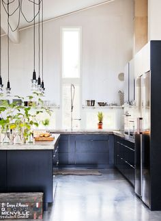 Work lamps as kitchen lamps - nice! :)