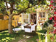 Home & Garden: Sur la terrasse Outdoor Rooms, Outdoor Dining, Outdoor Gardens, Outdoor Furniture Sets, Outdoor Decor, Outdoor Seating, Ideas Para Decorar Jardines, Dream Garden, Home And Garden