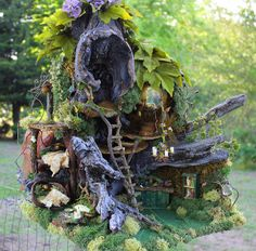 Very beautiful, detailed fairy house.