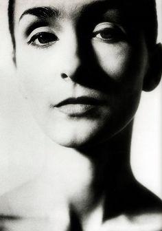 """""""La bailarina y coreógrafa alemana, Pina Bausch revolucionó el mundo de la danza y logró expresar la complejidad humana en sus creaciones"""" –Alejandra Ambrosi."""
