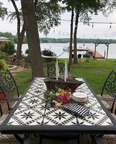 How to update an old tile table, stenciled table ideas, DIY table stencil, How to stencil tiles, Painted Patio Table, Tile Patio Table, Tile Top Tables, Stenciled Table, Diy Table Top, Metal Outdoor Table, Outdoor Table Decor, Outdoor Tables, Outdoor Furniture