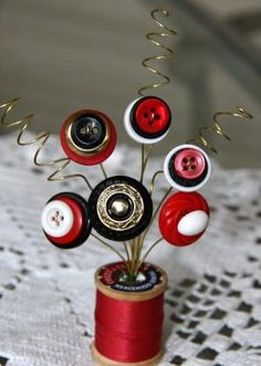 A great way to show off Mom's buttons and wooden spools. by sophie Vintage Button Spool Bouquet. A great way to show off Mom's buttons and wooden spools. by sophie Wooden Spool Crafts, Wooden Spools, Button Bouquet, Button Flowers, Button Art, Button Crafts, Crafts To Make, Fun Crafts, Button Ornaments