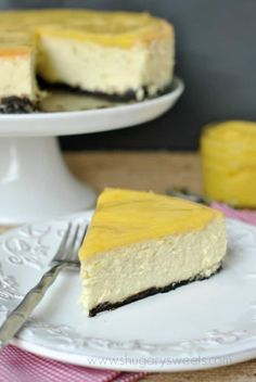 Lemon Cheesecake: creamy Lemon Cheesecake with a cookie crust and homemade lemon curd! Will try w/ a ginger snap crust Lemon Cheesecake Recipes, Lemon Curd Recipe, Lemon Desserts, Lemon Recipes, Just Desserts, Sweet Recipes, Dessert Recipes, Cheesecake Cake, Delicious Recipes