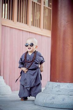 Nice to meet you. Baby Buddha, Little Buddha, Baby Boy Photography, Children Photography, Cute Baby Pictures, Baby Photos, Baby Boy Fashion, Kids Fashion, Funny Babies