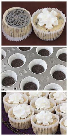 Oreo Cookie Mini Cheesecakes | http://gimmesomeoven.com #dessert