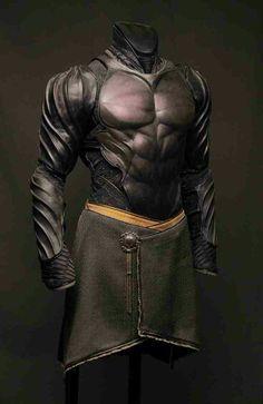 Batman-like leather armor. Fantasy Armor, Fantasy Weapons, Medieval Fantasy, Medieval Armor, Suit Of Armor, Body Armor, Armadura Cosplay, Costume Armour, Armadura Medieval