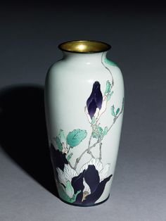 Cloisonné baluster vase with magnolias attributed to Gonda Hirusuke, Meiji Period.