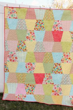 Brighten up even the gloomiest of days with a bubbly and colorful variation of a patchwork quilt design, the Totally Cute Tumbler Quilt. Use your most light and vibrant fabrics here, because they'll make the design of this tumbler quilt pattern pop. Quilt Baby, Baby Quilt Patterns, Modern Quilt Patterns, Lap Quilts, Patchwork Patterns, Vintage Sewing Patterns, Quilt Blocks, Quilting Patterns, Sewing Ideas