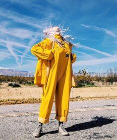 Behind of the scenes of bellyache! billie eilish, overall, singer, rain wear Billie Eilish, Videos Instagram, Chica Cool, Album Cover, Japon Illustration, Look Girl, Rain Wear, Mellow Yellow, Blue Yellow