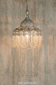 Hängeleuchte Deckenlampe Lampe Leuchter Metall Weiß Gold Perlen Klar Shabby Chic
