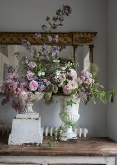 Shabby Chic: The Official Rachel Ashwell Shabby Chic Couture Site Deco Floral, Arte Floral, Victorian Flowers, Vintage Flowers, Shabby Chic Homes, Shabby Chic Decor, Wedding Arrangements, Floral Arrangements, Shabby Chic Couture
